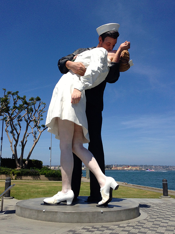 """The Kiss"" Statue"